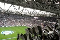 Zápas Juventus FC - Benevento Calcio pohledem z tribuny.