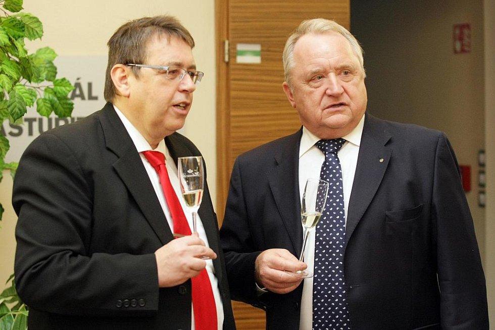 Královéhradecký krajský úřad slaví narozeniny (17. prosince 2010).