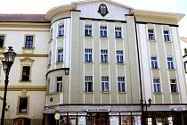 Vladimír Fultner, Svatojánské náměstí.  Fultner zvýšil tři sousedící domy o jedno patro a spojil v úchvatný celek s typickými prvky tehdejších moderních evropských trendů, mezi něž patřilo střídmé užití pozdně secesního geometrického dekoru.