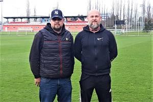 CHCEME HRÁT, říkají Martin Nun (vlevo) a Jiří Mašek, trenéři a aktivní fotbalisté. Nesportování může poznamenat hlavně děti.
