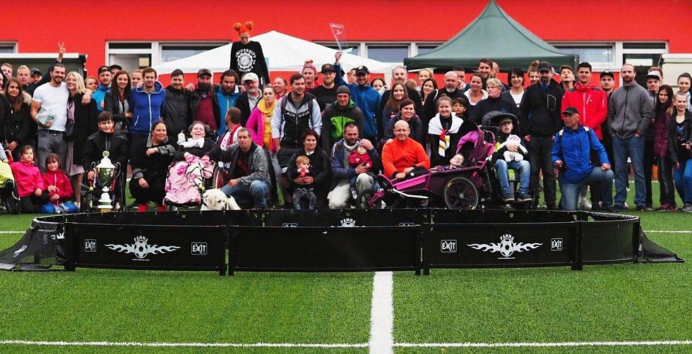 Nebeský člověk Michael Nebeský dává radost dětem s handicapem. Přispívají i sportovci Hronek, Koubek či Vémola