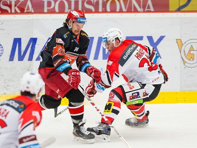 KLÍMA VAKCI během hokejového zápasu Mountfield HK - HC Dynamo Pardubice.