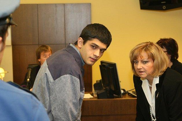 Pavel Hušo se svou obhájkyní u soudu