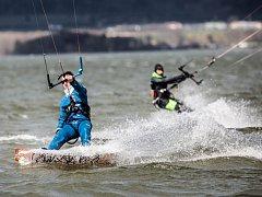 Kiteboarding na Rozkoši.