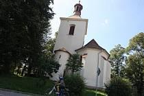 Na první pohled vypadá kostel sv. Ondřeje v obci Světí v pořádku. Zdání však klame.