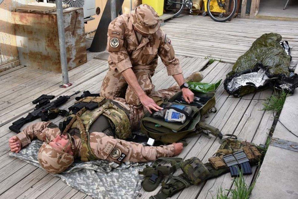 Příslušníci jednotky Guardian Angels museli být schopni, v případě potřeby, poskytnout první pomoc zraněnému.