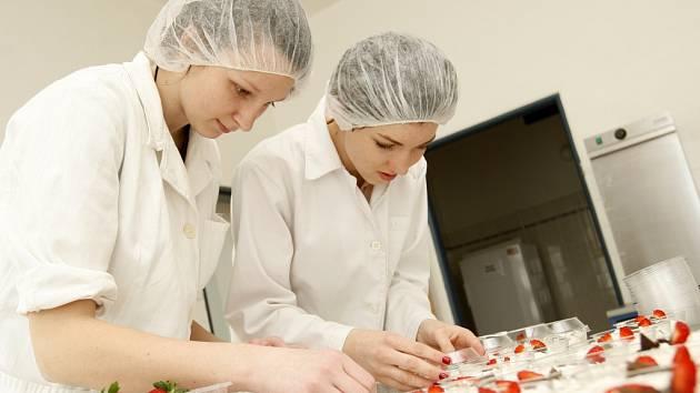 Výroba mléčných výrobků v podání studentů hradecké střední školy veterinární v Kuklenách.