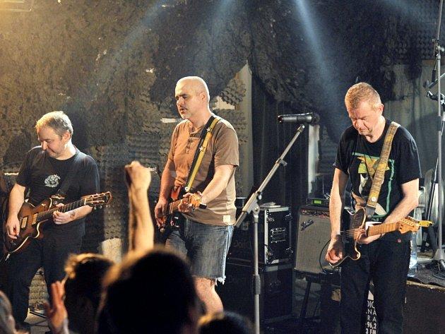Koncert skupiny Mňága a Žďorp v rockovém klubu U Cikána v Hradci Králové.