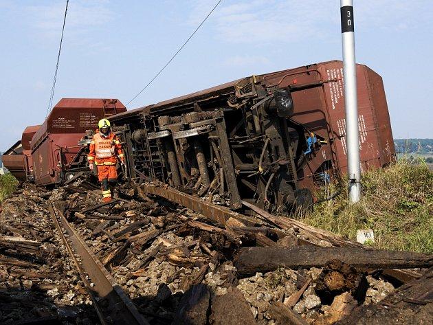 Vykolejený nákladní vlak u Převýšova.