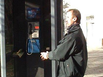 Telefonní budka - ilustrační obrázek.