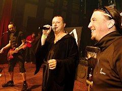 Křest alba Vlci v nás kapely Komunál v sokolovně v Chlumci nad Cidlinou.