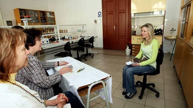 Písemné či ústní testy jako síto při výběru budoucích středoškoláků už nejsou pravidlem. Na Hradecku vypsalo zkoušky minimum škol.