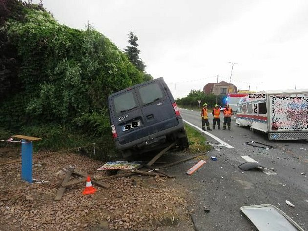 Ktěžké dopravní nehodě letěl vpátek ráno do Černožic izáchranářský vrtulník