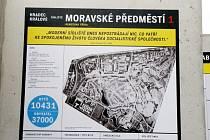 Výstava Příběh paneláku na náměstí 28. října v Hradci Králové.