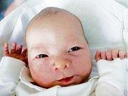 TEREZA VOJKOVÁ se narodila v pondělí 28. dubna v 8.38 hodin. Měřila 51 centimetrů a vážila 3090 gramů. Doma v Rychnově nad Kněžnou se na nový poklad těší maminka Eva, tatínek Petr a bratříček Adam.