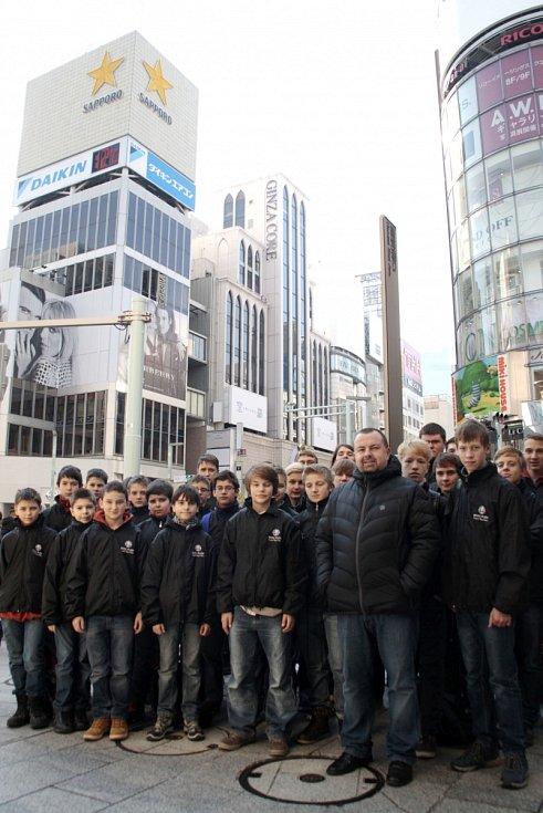 Český chlapecký sbor Boni pueri z Hradce Králové v Japonsku.