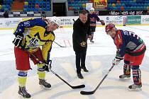 Hokejové setkání amatérských týmů Farad Cup na zimním stadionu v Hradci Králové.