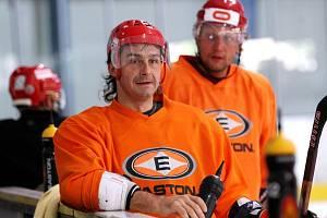 Hradečtí hokejisté vyjeli poprvé na led. S týmem se připravuje také Martin Filip.