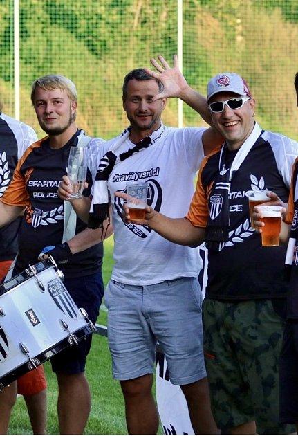PODPORA FANOUŠKŮ. Sportovní manažer Police nad Metují Jakub Kovář si kromě zahraničních hráčů pochvaluje iskvělý fanclub.