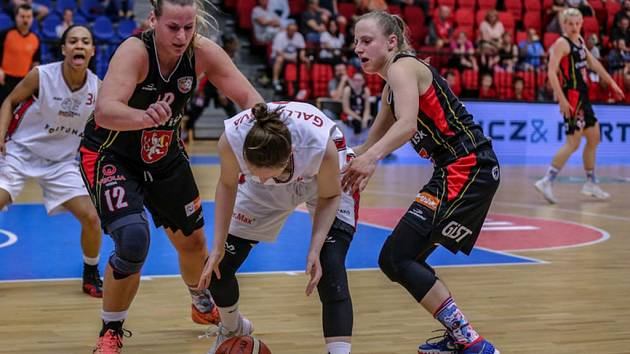 Ženská basketbalová liga. Nymburk - Hradec Králové.
