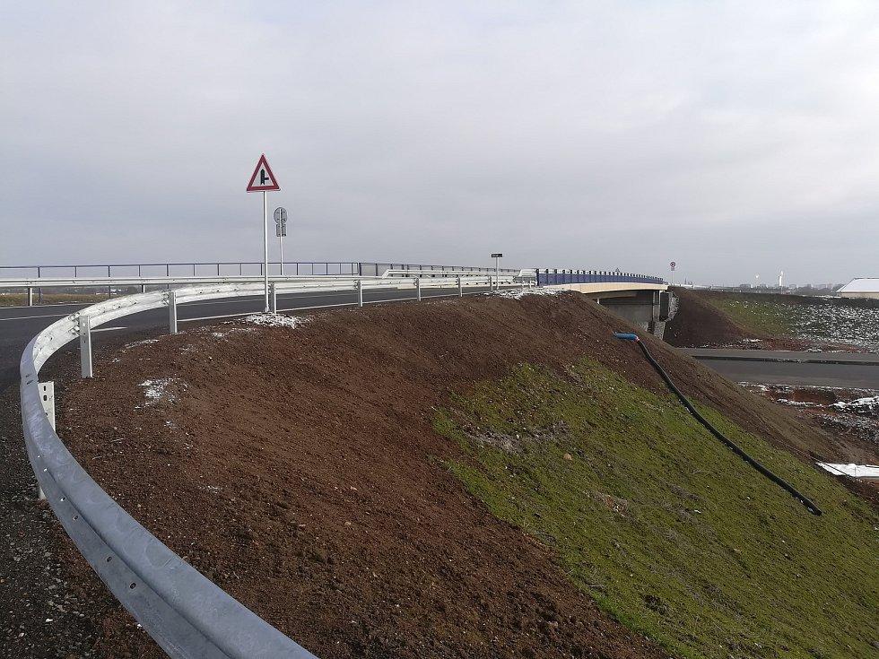 Nový nadjezd přes dálnici D11.