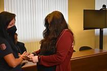 Čtyřiadvacetiletá Kateřina Š. před soudem svou vinu odmítla. Jak přišel její syn k mnohačetným zlomeninám a dalším zraněním, si nedokáže vysvětlit...