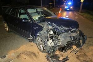 Čelní střet dvou vozidel si vyžádal dva zraněné