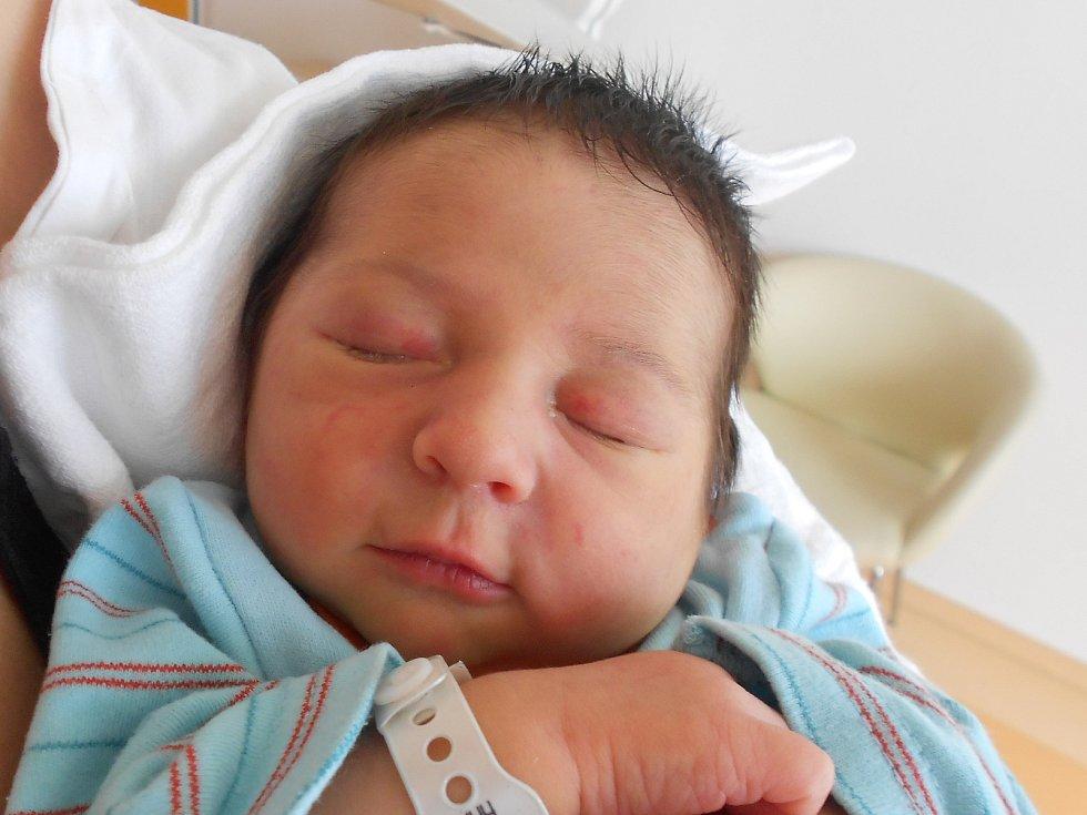 Petr Čižinský vykoukl na svět 7. 5. 2021 v0:01 hodin. Vážil 3 420g. Rodiče Jelena Stavrova a Petr Čižinský pochází zRokytnice vOrlických horách. Tatínek byl u porodu perfektní.