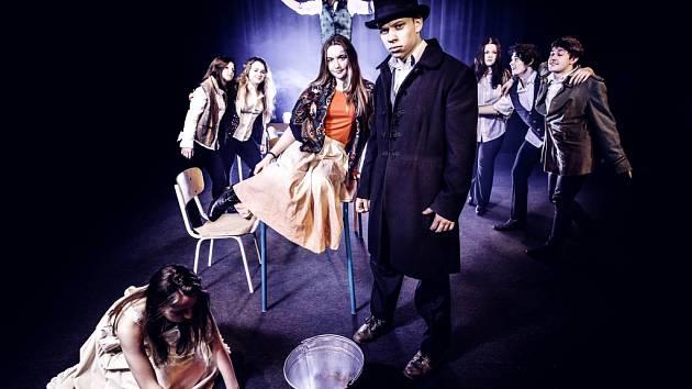 Z představení Les Misérables pod taktovkou herce královéhradeckého Divadla Drak Filipa Humla.