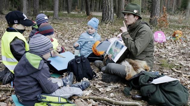 Zážitkový program lesní pedagogiky pro děti z mateřské školy v Městských lesích Hradec Králové.