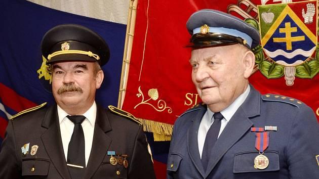 Starosta SDH Sloupno Štefan Surovič a zasloužilý člen SDH Josef Kofránek.
