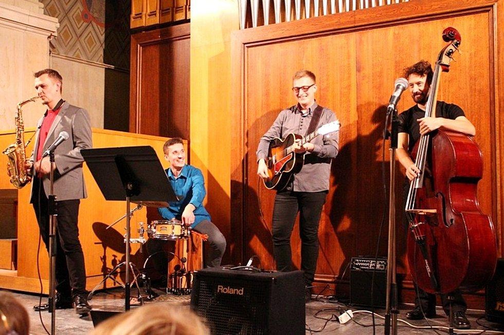 Sametový učitelský koncert Základní umělecké školy Střezina v Městské hudební síni v Hradci Králové.