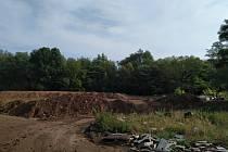 Za vážné prohřešky proti přírodě a životnímu prostředí musí letos v kraji zaplatit pokutu už tři firmy. Jedna kvůli zasněžování neoprávněně odebírala vodu, další ukládala odpad, kam neměla, a třetí dovážela z Ruska nebezpečné chemikálie.