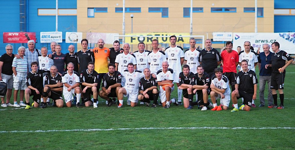 Exhibiční fotbalové utkání starých gard Sokol Třebeš versus FC Hradec Králové.
