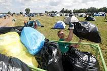 Úklid po festivalu Rock for People, středa 7. července 2010.