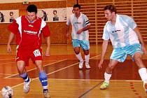 Futsal: Salamandr Hradec Králové - Dalmach Turnov. Zprava domácí Roman Jelínek a Jiří Steiner.