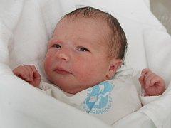 Nela Moučková se narodila 24. října v 10.22 hodin. Měřila 48 centimetrů a vážila 3290 gramů. S rodiči Lenkou a Petrem Moučkovýmia sestrou Rosaliou bydlí v Chlumci nad Cidlinou.