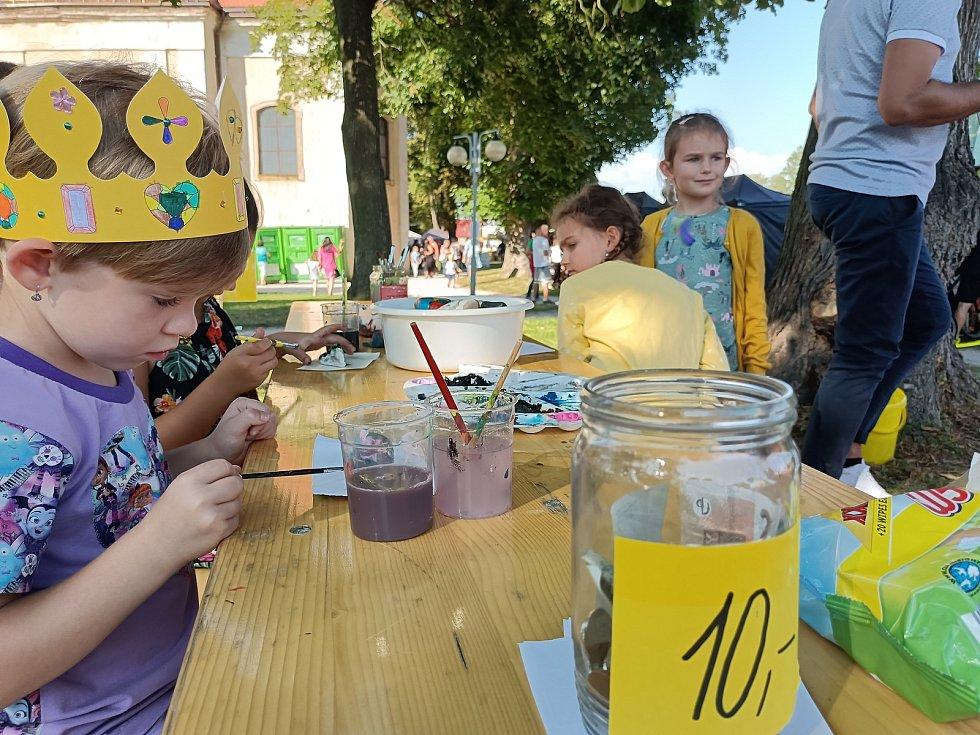 Strašidelný food festival se uskutečnil vměstském parku U Svaté Trojice vNovém Bydžově.