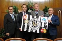 Představení platební karty v barvách královéhradeckého fotbalového klubu.