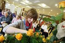 Týden vzdělávání dospělých: vázání květin.