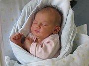 ALŽBĚTA VIKTORINOVÁ  poprvé otevřela oči 1. října ve 23.51 hodin. Měřila  51 centimetrů a vážila 3510 gramů. Doma v Hradci se z ní radují rodiče Alžběta a Lukáš Viktorinovi a bráška Jáchym.