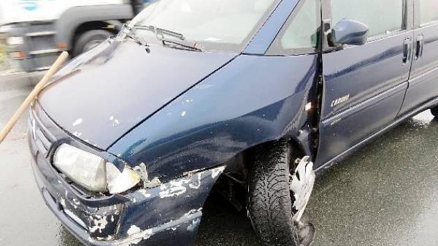 Dopravní nehoda dvou osobních automobilů u Černožic.