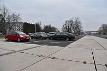 Parkoviště u hradecké fakultní nemocnice.