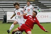 FC HRADEC - TŘINEC 0:0. Zleva hradecký Tomáš Rezek a Pavel Malíř.