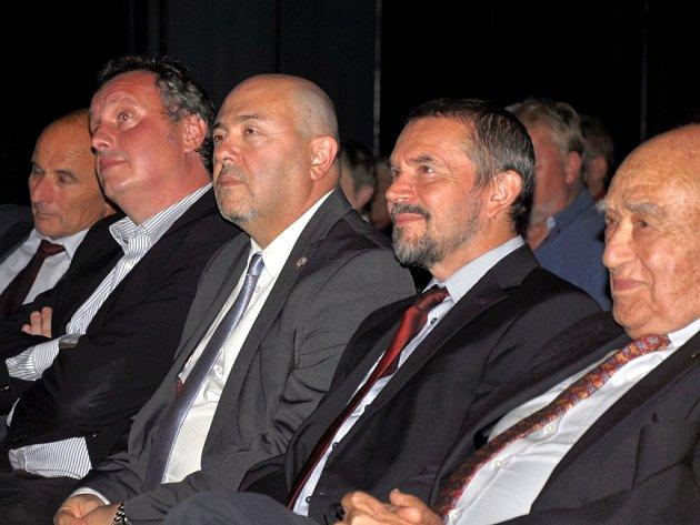Gary Koren (uprostřed).