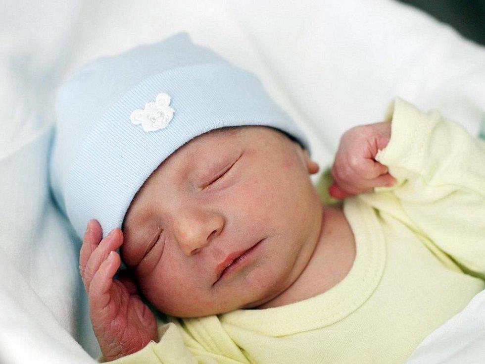 Denis Kantor se narodil 15. ledna v 19.40 hodin. Vážil 3590 gramů a měřil 52 centimetrů.  S maminkou Kateřinou Kantorovou Gadlinovou a tatínkem Ladislavem Kantorem žijí v Hradci Králové.