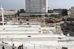 Dokončovací práce na rekonstrukci Riegerova náměstí v Hradci Králové (u nádraží)