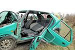 Střet Škody Felicie s kamionu mezi Blešnem a Nepasicemi.
