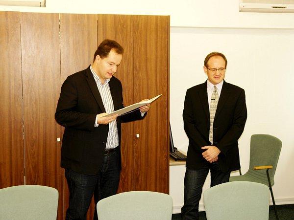 Manuel Miró jako hostující profesor na Farmaceutické fakultě Univerzity Karlovy vHradci Králové.