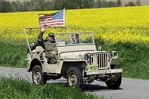 Do Velichovek na Náchodsku dorazila k připomenutí významného výročí jízda historických armádních vozidel. Kolona vyjížděla z autokempu v Hořicích krátce po poledni.
